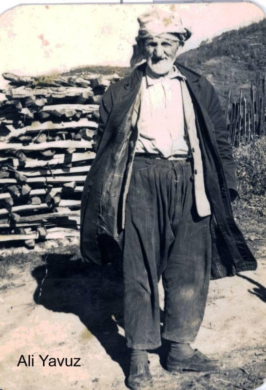 Rahmetli Ali Yavuz (Babaannemin babası) Fakirliği tam anlamıyla yaşamış insanlar, ayakta kara lastik. Zorlukların insanları. 105 yaşında öldüğünü hatırlıyorum. Mekanı cennet olsun inşallah