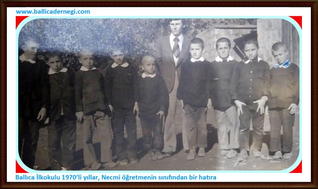 Ballıca İlkokulu, 1970'li yıllar, Necmi öğretmenin sınıfından bir hatıra... Fotoğraftakiler soldan sağa: Yüksel Sipahioğlu, Ali Albayrak, Aziz Albayrak, Zeki Uzunhasanoğlu, Musa Kuzu, Necmi Öğretmen, Süleyman Bilgin ve Mustafa Sipahioğlu. Paylaşım için Zeki Uzunhasanoğlu'na teşekkür ederiz.