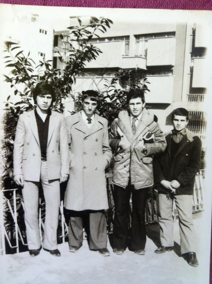 Bu fotoğrafın çekildiği tarih 23 Ocak 1981 Fotoğraftakiler soldan sağa; Ömer Kalyon,Hüseyin Yavuz, Haydar Bayrak,Hasan Yavuz( merhum) Haydar Bayrak'ın paylaşımı